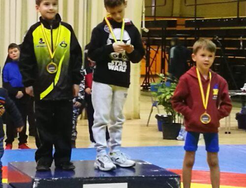 Primeros éxitos en lucha de la escuela deportiva Trabenco-Pozo